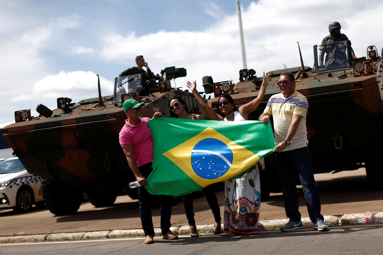 Tanques blindados em Brasília durante a preparação da cerimônia da posse de Bolsonaro