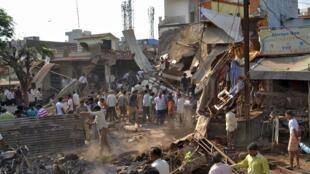 Explosão de botijão em Jhabua, Madhya Pradesh, na Índia, mata mais de 80 pessoas.
