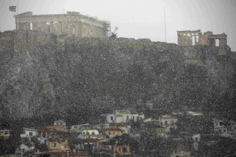 Снегопад над афинским Акрополем 10/02/2015