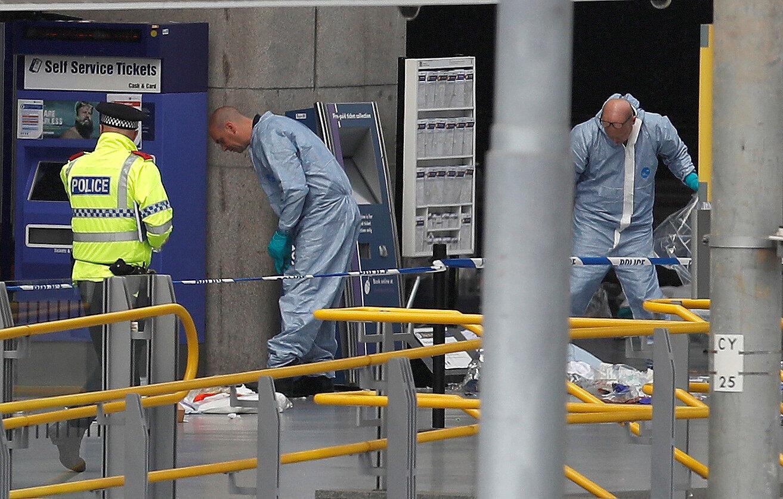 Investigadores en el Manchester Arena, Manchester, este 23 de mayo de 2017.
