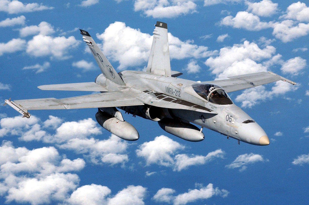 Tiêm kích F/A18 Hornet của Hải quân Mỹ trên không phận Biển Đông (ảnh wikipedia)