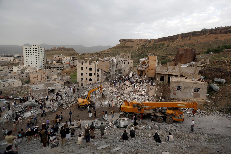 Destruição causada por bombardeio em Sanaa, Iêmen (25/08/17).