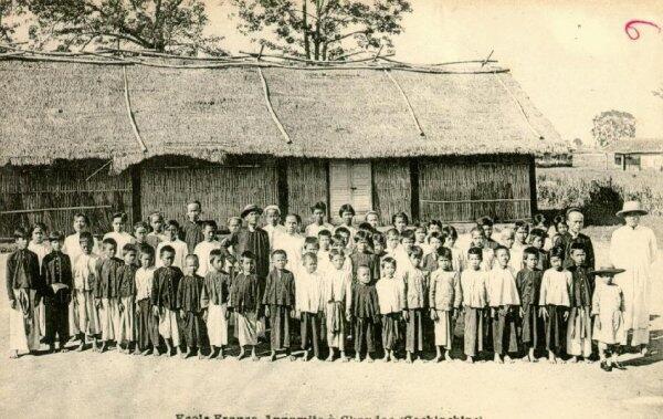 Một trường học sinh bản địa Việt Nam dưới thời thuộc địa Pháp