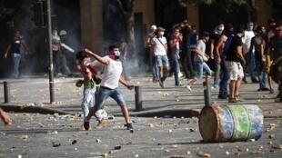 Manifestantes em Beirute no dia 8 de Agosto de 2020