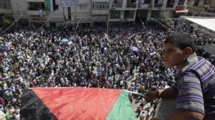 Miles de personas  salieron este miércoles a las calles de las mayores ciudades de Palestina para  respaldar la solicitud de admisión de un Estado Palestino a la ONU. Aquí, Ramalá..