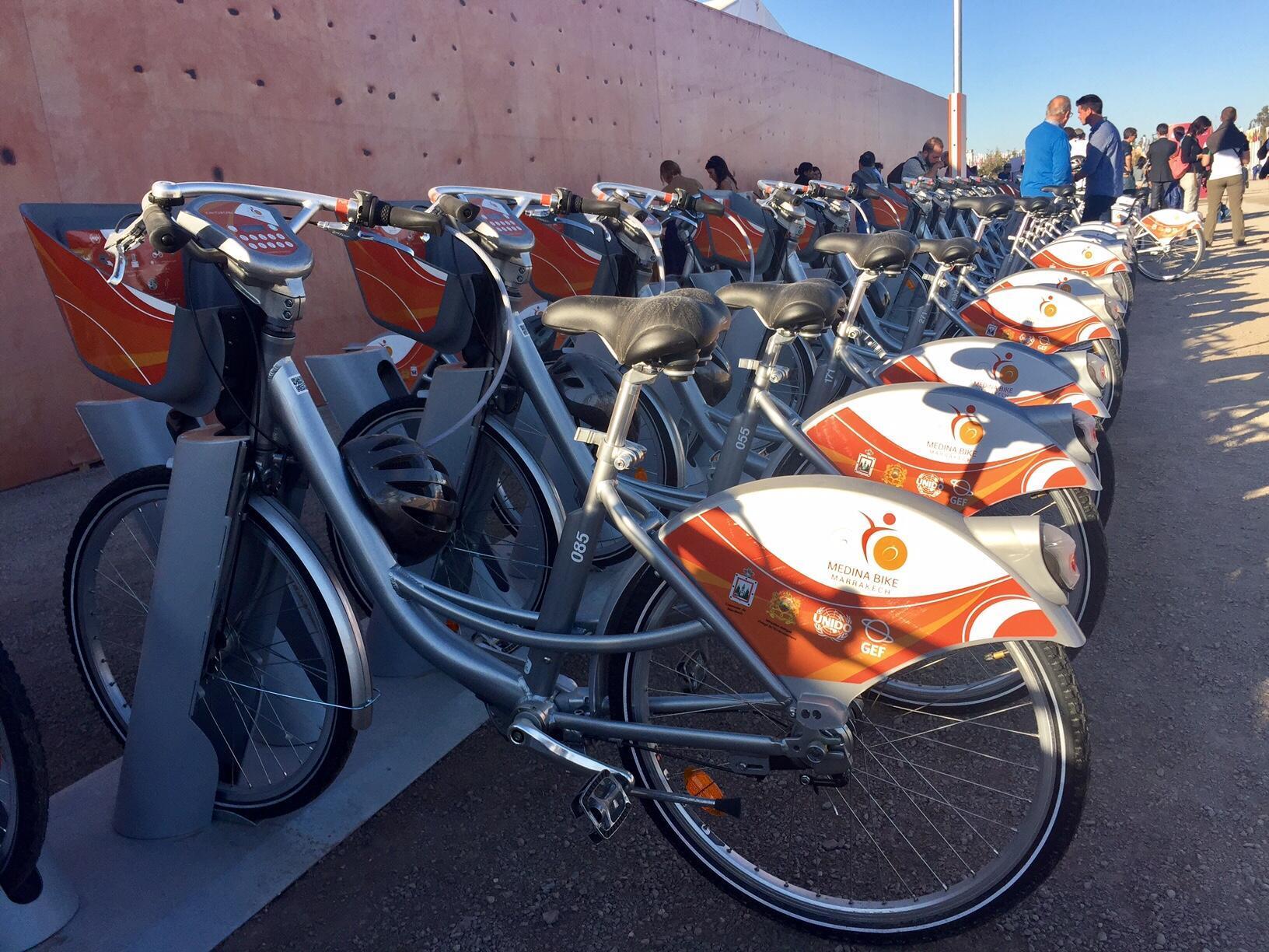 Comme beaucoup de villes à travers le monde, Marrakech a adopté le principe du vélo en libre-service.