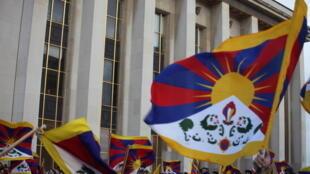 Tibetan flags at Trocadéro