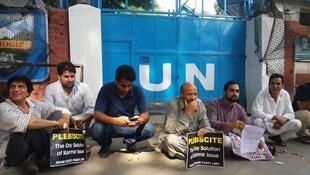 Proetesters in front of a UN compound in Srinigar
