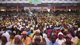 Des Maliens qui assistent à un meeting politique, le 19 juillet 2013.