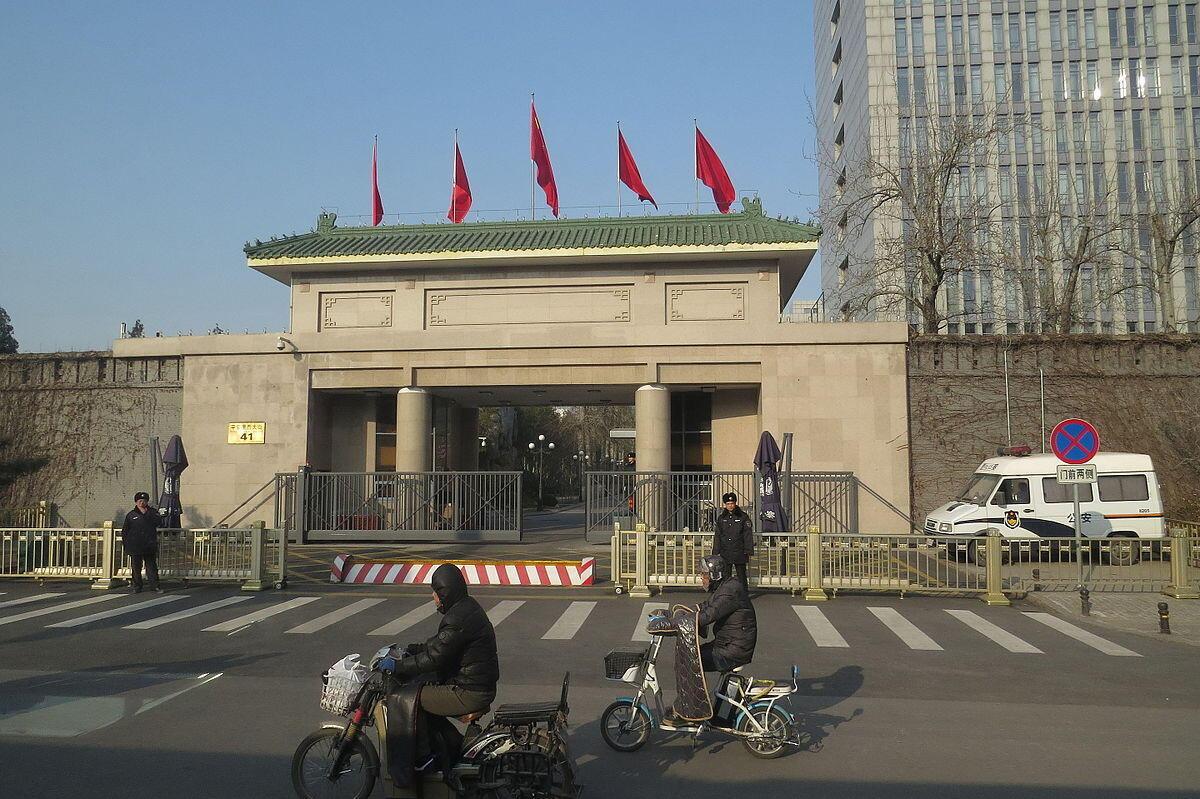 图为网传中纪委机构门前照片