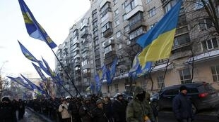 Manifestantes pró-europeus continuam ocupando as ruas de Kiev em protesto contra o governo do presidente Viktor Yanukovitch.