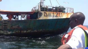 Une équipe de Greenpeace sur le point de monter à bord d'un navire égyptien pour inspection.