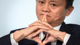 Jack Ma, multi-milionário chinês e fundador do grupo digital Alibaba, reapreceu em vídeo a 20 de janeiro, após quase três meses de desaparecido, depois de ter crtiticado o sistema financeiro chinês.