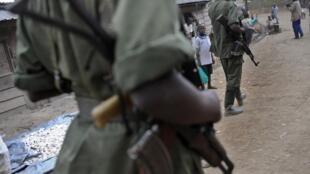 Wapiganaji wa FDLR katika kijiji cha Lushebere, mashariki mwa DRC, Novemba 2008.