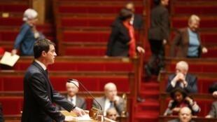 Manuel Valls devant l'Assemblée nationale, mardi 9 février 2016.