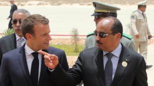Le président français Emmanuel Macron a été accueilli à l'aéroport de Nouakchott par son homologue mauritanien Mohamed Ould Abdel Aziz.