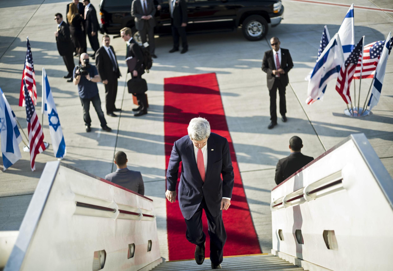 John Kerry à l'aéroport de Tel Aviv (Israël), en partance pour Amman (Jordanie) le 5 janvier 2013.