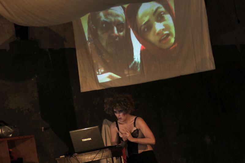 La Ronde de Nuit, une création collective du Théâtre Aftaab en voyage, mise en scène par Hélène Cinque, sur une proposition d'Ariane Mnouchkine.