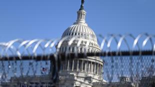 Alambradas instaladas alrededor del Capitolio, el 14 de enero de 2021 en Washington