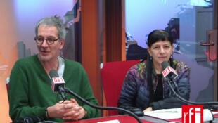 O alemão Michael Bugdahn e a brasileira Denise Namura fundaram a companhia parisiense de dança À Fleur de Peau em 1988.