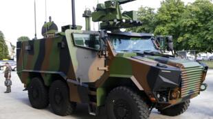 Un VBMR Griffon, un véhicule blindé multi-rôle utilisable comme transport de troupes ou poste de commandement mobile.