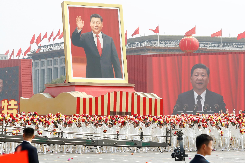 Chân dung chủ tịch Trung Quốc Tập Cận Bình trong lễ diễu binh trên Quảng trường Thiên An Môn nhân kỉ niệm 70 năm thành lập nước CHND Trung Hoa, ngày 01/10/2019.