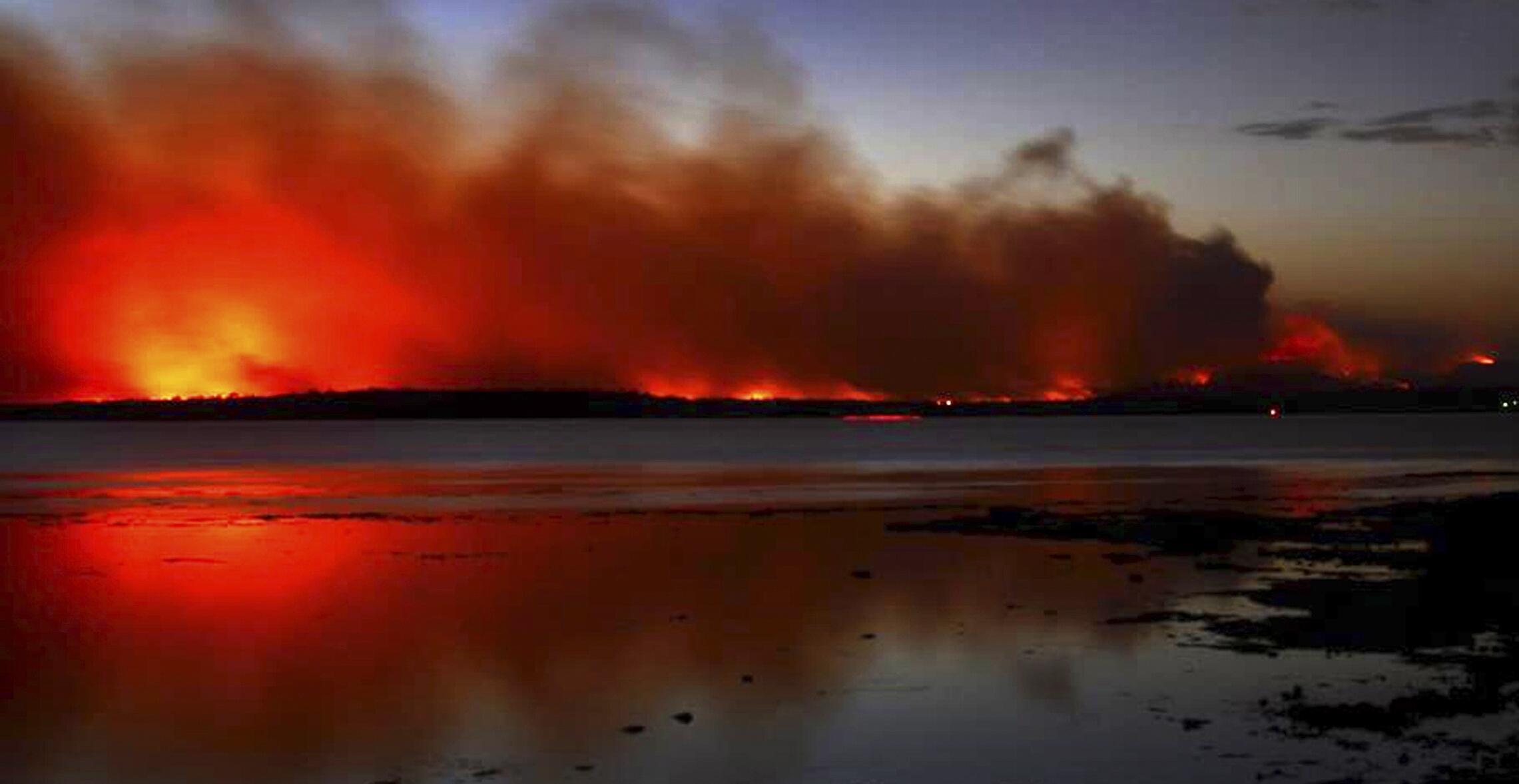 Ảnh minh họa : Cảnh hỏa hoạn cách Sydney 150 cây số, ngày 12/01/2013.