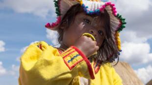 Una niña Uru, Lago Titicaca.