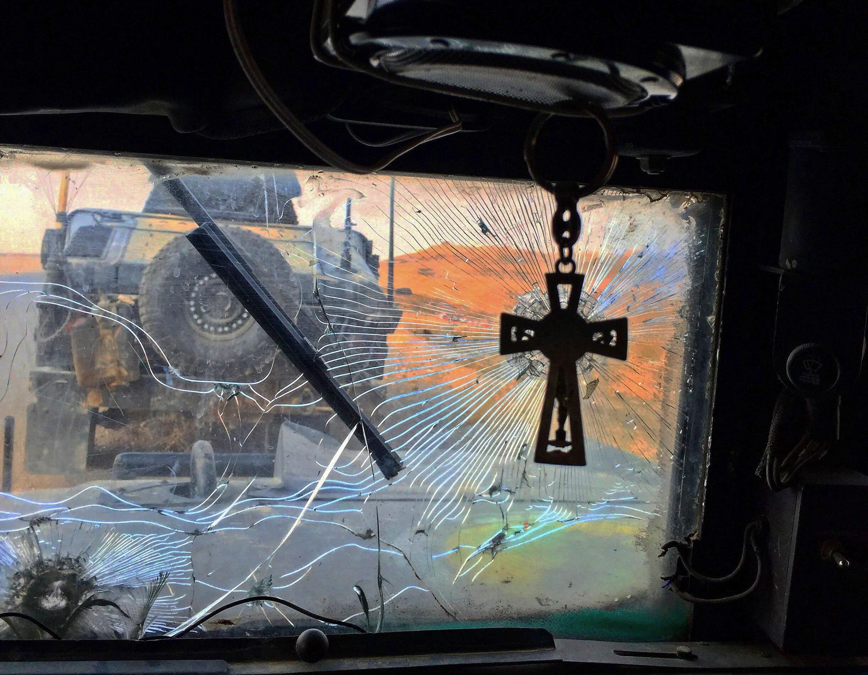 Le sous-lieutenant Oussama Imad a accroché une croix dans l'habitacle de son véhicule blindé en signe de respect aux chrétiens de la région.