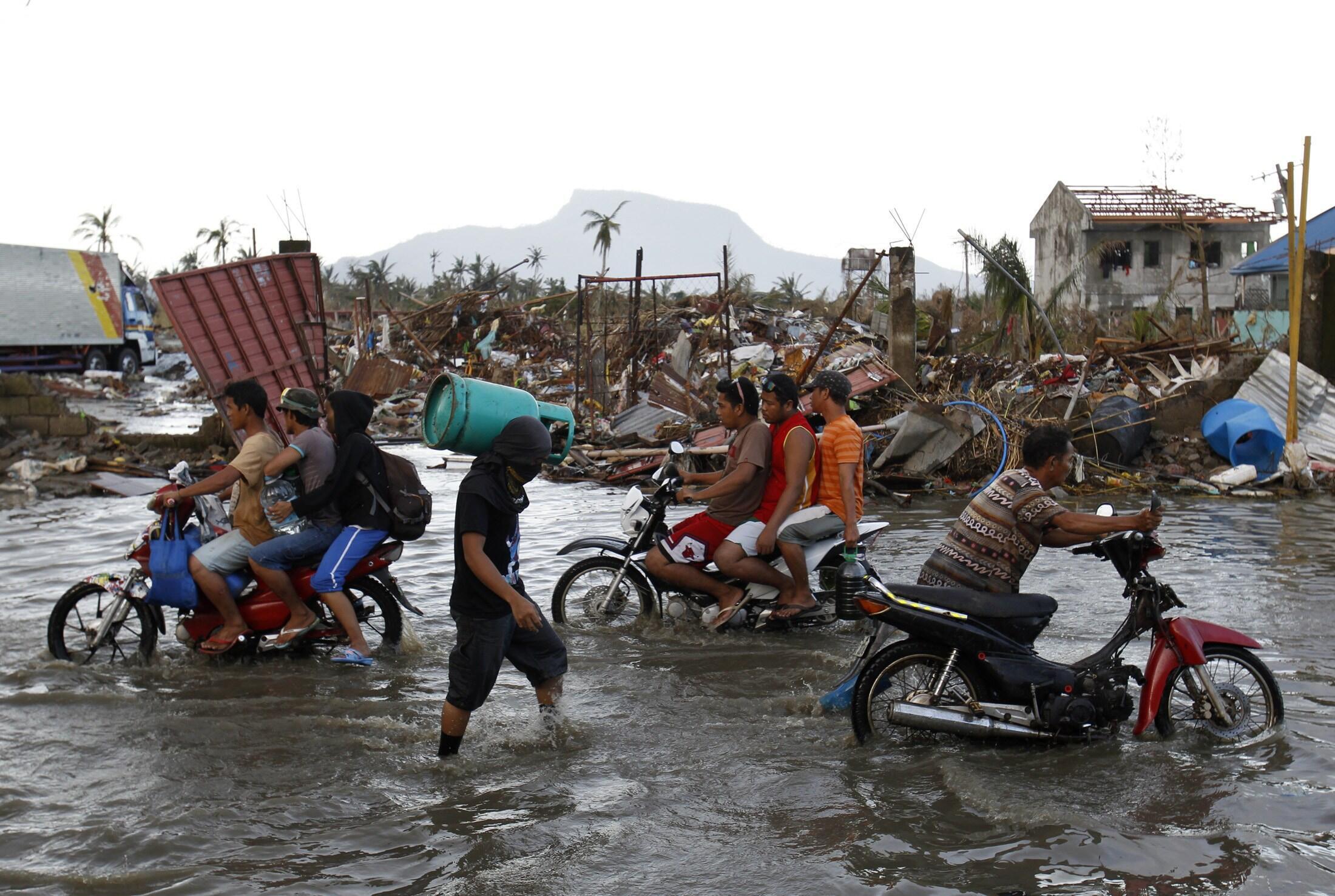 Thành phố Tacloban chẳng những bị tàn phá, mà còn bị ngập lụt 14/11/2013 - REUTERS /Edgar Su