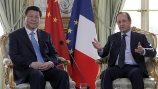 Tổng thống Pháp François Hollande và Chủ tịch TQ Tập Cận Bình nhân lần gặp tại Paris 03/2014 - REUTERS /Christophe Ena