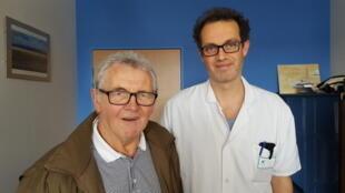 Joël Hamm, en compagnie du Dr Michel Lefranc, son neurochirurgien, au CHU d'Amiens.