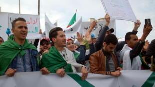 Manifestation de jeunes à Oran, Algérie, le 19 mars 2019.