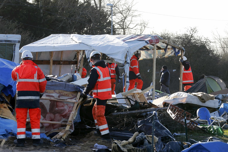 """En plena evacuación de la """"jungla"""" de Calais, la situación de los migrantes y refugiados será el principal tema de la cumbre franco-británica que se celebra en Amiens, 3 de marzo de 2016."""
