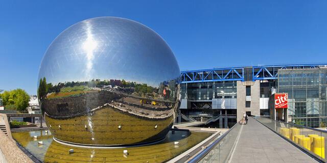 La géode (la geoda) es uno de los atractivos de la Ciudad de las ciencias y de la Industria.