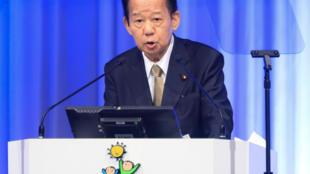 Toshihiro Nikai habla durante la convención anual del Partido Liberal-Demócrata (PLD), el 21 de marzo de 2021 en Tokio