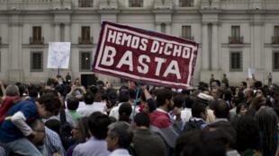 Manifestation devant le siège du gouvernement à Santiago du Chili, le 23 mars dernier.