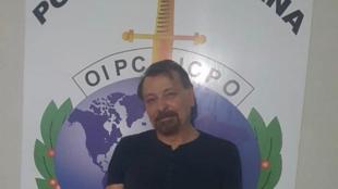 Foto de Cesare Battisti preso na Bolívia foi divulgada pela Polícia de Estado italiana, neste domingo (13/01/2019).