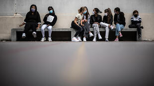 Pupils wearing a protective mask sit in the courtyard at Françoise-Giroud middle school in Vincennes, east of Paris, on September 1, 2020, on the first day of the school year amid the Covid-19 epidemic.