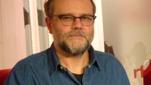 El dibujante argentino Sergio Aquindo en RFI