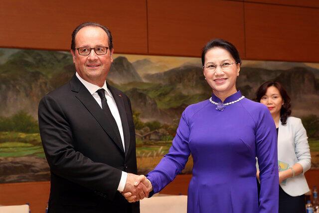 Tổng thống Pháp François Hollande gặp chủ tịch Quốc Hội Việt Nam Nguyễn Thị Kim Ngân, trụ sở Quốc Hội, 06/09/2016.