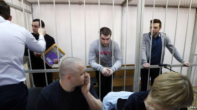 Александр Марголин, Илья Гущин и Алексей Гаскаров (слева направо) в Замоскворецком суде Москвы. 24 апреля 2014 года