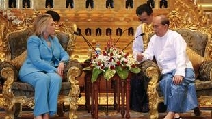 US Secretary of State Hillary Clitnon with Myanmar President  Thein Sein in Naypyidaw