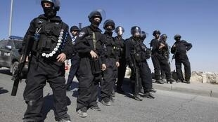 Кордон израильской полиции в Восточном Иерусалиме, где происходили стычки с палестинцами 9 ноября 2010 г.