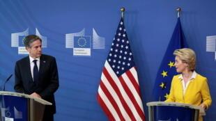 Ngoại trưởng Mỹ Antony Blinken và chủ tịch Ủy Ban Châu Âu  Ursula von der Leyen họp báo tại Bruxuelles, 24/03/2021.