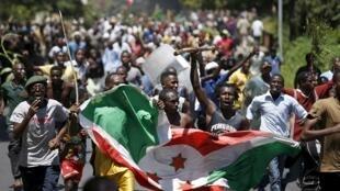Wasu 'yan kasar Burundi, yayin gangamin siyasa.