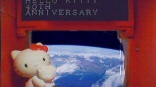 Hello Kitty celebrou oficialmente seus 40 anos no satélite Hodoyoshi-3, lançado em junho passado na Rússia.