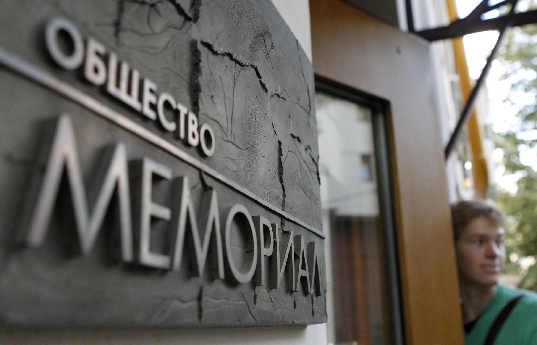 К сотрудникам «Мемориала» не пускали адвокатов и журналистов.