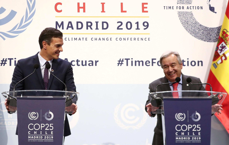 西班牙首相Pedro Sanchez (G) 與聯合國秘書長 Antonio Guterres在馬德里聯合國氣候峰會開幕式上,2019年12月2日。