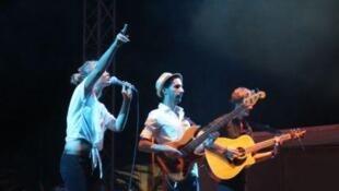 Nawel, jeune artiste tunisienne très impliquée dans la révolution, au festival Pop in Djerba.